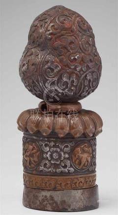 Regierungssiegel (Petschaft). Eisen und Kupfer. TibetDie große Petschaft dekoriert mit Rankenwerk