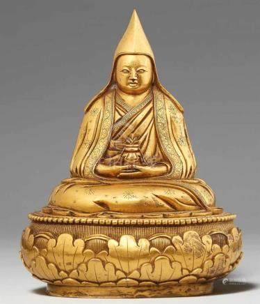 Figur eines Gelehrten. Feuervergoldete Bronze. MongoleiDer Gelehrte sitzt auf einer offenen
