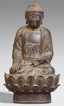 Buddha Shakyamuni. Bronze. Ming-ZeitIm Meditationssitz auf einem großen Lotos. Die rechte Hand in