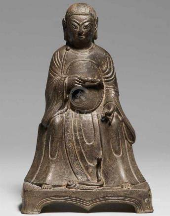 Wenwu, der Gott des Nordens. Bronze. Späte Ming-ZeitMit langen offenen Haaren, breitbeinig auf einer