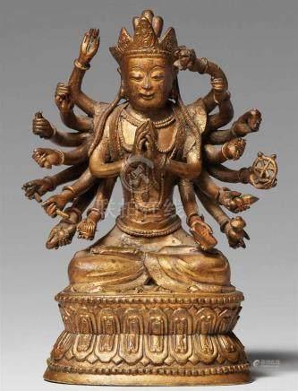 18-armiger Guanyin. Bronze mit dünner Vergoldung. 19. Jh.Im Meditationssitz auf einem doppelten