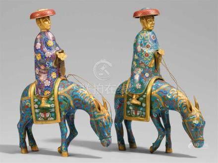 Zwei Reiter auf Eseln. Email cloisonné. 20. Jh.Die Esel jeweils mit einem angehobenen Vorderbein,