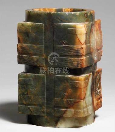 Großes Jade-congDie typische quadratische Außenwand des Ritualgefäßes, die den zentralen Zylinder