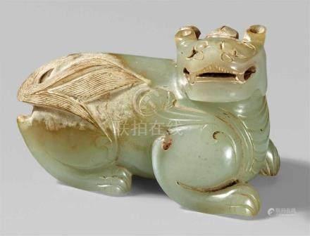 Jade-bixie. Im Stil der Han-ZeitDas Fabelwesen mit Löwenkopf, Horn und Flügeln hockt auf allen