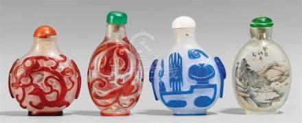 Vier snuff bottle. Glas. 19./20. Jh.a) In rotem Überfang zwei Regendrachen, b) in hellrotem Überfang