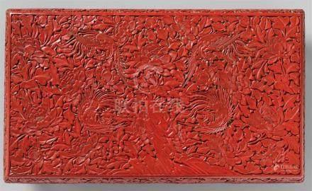 Phönix-Tischchen. Roter Schnitzlack. Ming-Zeit oder späterRechteckige Platte, umrahmt von einem