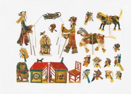 Großes Set von Schattenspielfiguren. Rindsleder, bemalt und lackiert. Mitte 20. Jh.Das Set besteht