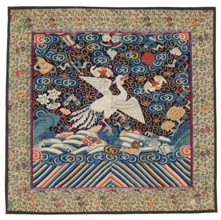 Sechs einzelne Rangabzeichen. Spätes 19. Jh.a) Paradiesvogel und Symbole der Acht Unsterblichen.