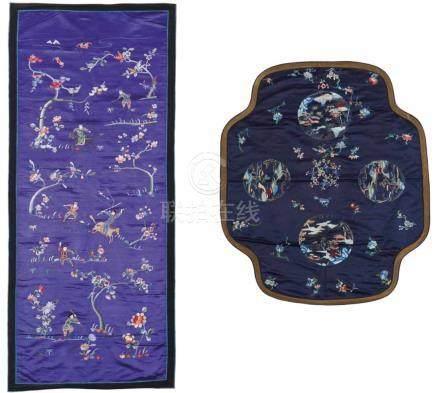 Drei große Stickereien. Satin. Um 1900a) Im Flach- und Knötchenstich auf lilafarbenem Grund Reiter