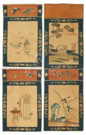 Vier kleine kesi-Paneele. Qing-ZeitZwei zusammengenäht. Die beigegrundigen Paneele mit Darstellung