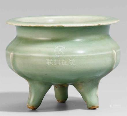Kleiner Seladon-Weihrauchbrenner. Longquan. Südliche Song-Zeit (1127-1279)Auf drei leicht