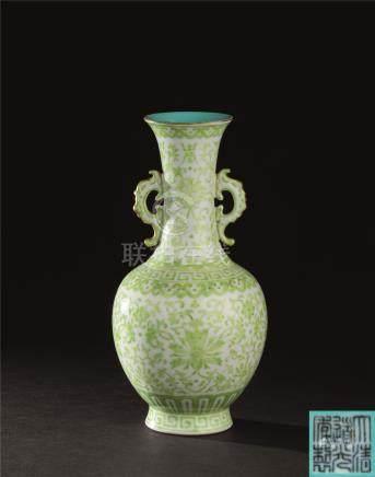 清道光(1821-1850) 铭绿彩耳附瓶