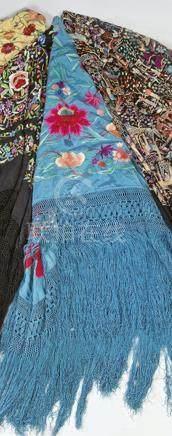 Manila shawl en seda azul early 20th century.