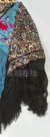 Manila shawl en seda negra con bordados de chinerías en colo