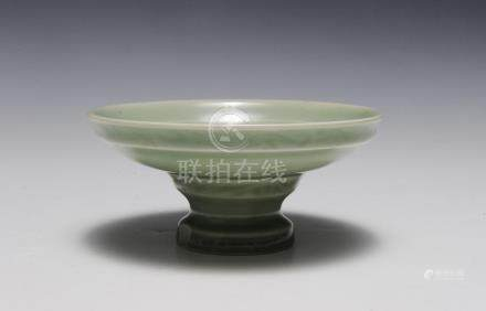 CHINESE FOOTED CELADON BOWL, 18TH CENTURY