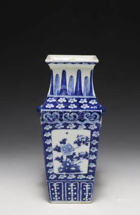 CHINESE BLUE & WHITE SQUARE VASE, EARLY 19TH. CENT