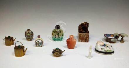 (11) MIXED LOT OF JAPANESE & CHINESE OBJECTS