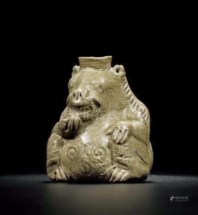 三國 越窑青瓷熊形水注