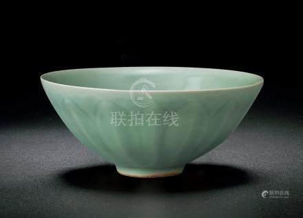 宋 龍泉蓮瓣紋碗
