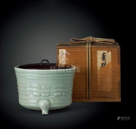 明中期 青瓷八卦紋三足爐