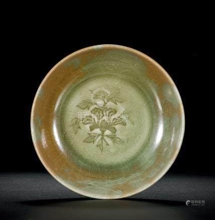 龍泉花卉紋盤