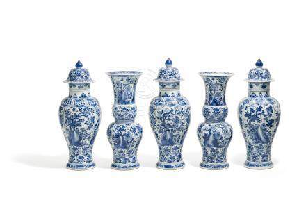 FIVE PART SET OF  BLUE AND WHITE VASE.