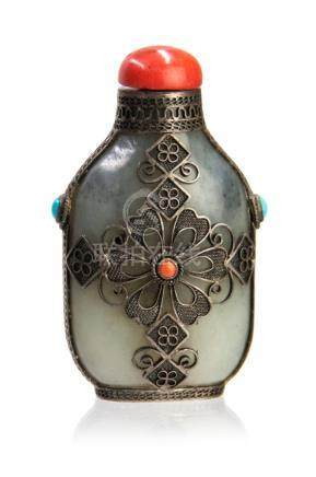 SILVER FILIGREE MOUNTED JADE SNUFF BOTTLE