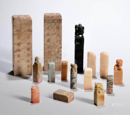 FIFTEEN ASSORTED STONE SEALS