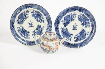 A pair of late 18th Century Chinese export plates, decorated with crests and flowers, 25 cm