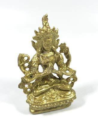 A SINO - TIBETAN ORIENTAL BRASS MODEL OF A SEATED GUANYIN FIGURE, HEIGHT 8CM