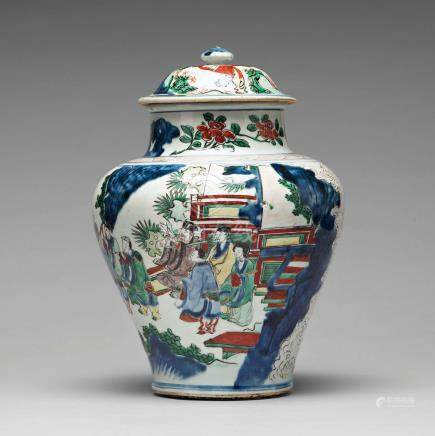 A Transitional wucai baluster vase with cover, 17th Century. Shunzhi (1644-1662).