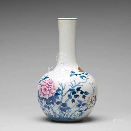 A famille rose vase, Qing dynasty with seal mark.