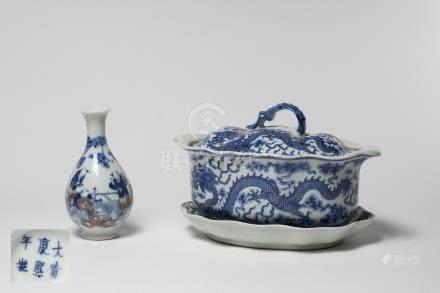 CHINE, XIXème siècle Ensemble de porcelaines à décor bleu et blanc comprenant u