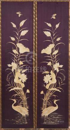 CHINE début XXème siècle Deux panneaux de soieries à motif floral et oiseaux. (