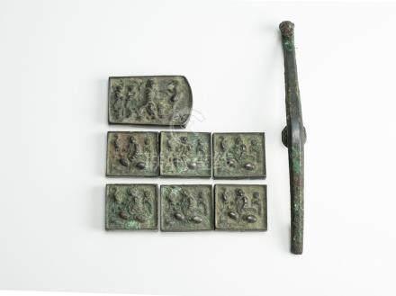 CHINE, période archaïque. Sept éléments de ceinture en bronze à motifs de perso