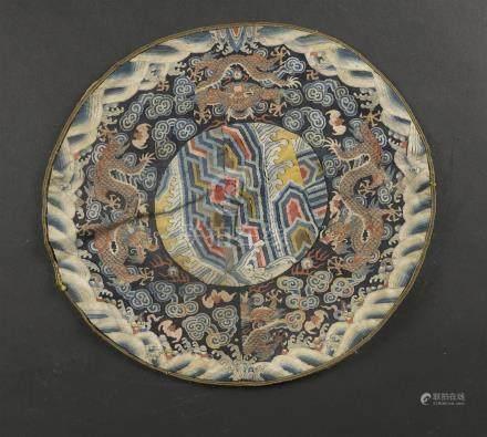 Deux dessus de coussins en Kesi et soie brodéeChine, XVIIIe et XIXe siècleCircu