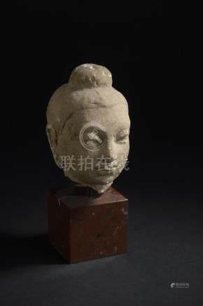 Tête de bouddha en stucArt gréco-bouddhique du Gandhara, IVe siècleLe visage se