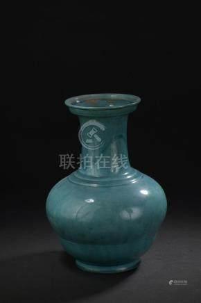 Vase en porcelaine à glaçure turquoiseChine, XVIIIe-XIXe siècleBalustre, la pan