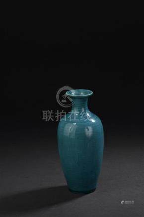 Vase en porcelaine turquoiseChine, époque Kangxi, XVIIIe siècleDe forme balustr