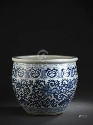 Vasque à poisson en porcelaine bleu blancChine, fin du XIXe siècleLa panse bomb