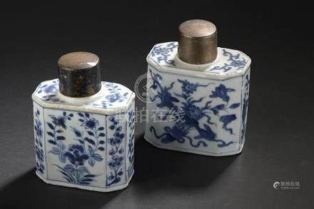 Deux boîtes à thé en porcelaine bleu blancChine, XVIIIe siècleDe section rectan