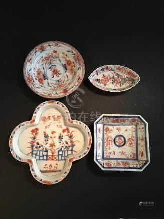 Quatre coupelles en porcelaine Imari chinoisChine, XVIIIe siècleDe formes diver