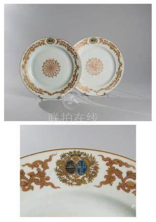 Deux assiettes en porcelaine armoriées, Compagnie des Indes, à motifs floral do