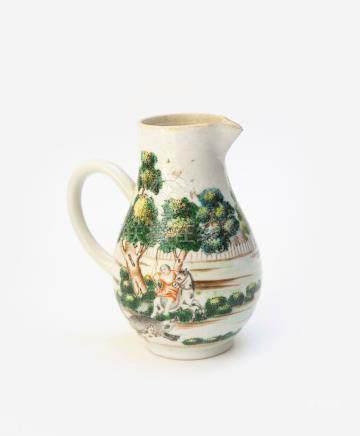 Petite verseuse en porcelaine polychrome à décor de scène de cour. Chine pour l