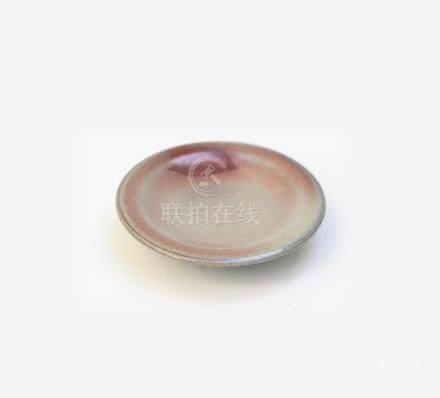 Petite coupe en grès émaillé bleu lavande et rouge. Chine, Fours de Jun, époque