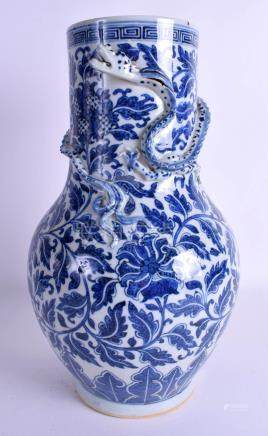 A GOOD LARGE 18TH/19TH CENTURY CHINESE BLUE AND WHITE VASE Qing, painted with flowers. 35 cm high.