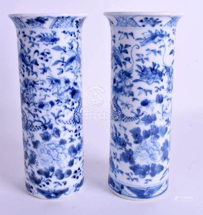 A PAIR OF 19TH CENTURY CHINESE BLUE AND WHITE SLEEVE VASES Qing. 21 cm high.