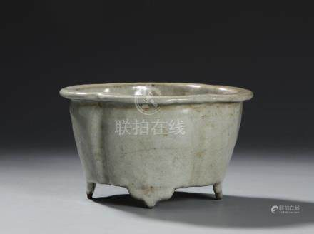 Chinese Crackle Glazed Guan-Type Lobed Planter