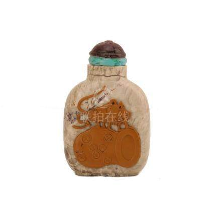 A CARVED STONE 'CRICKET' SNUFF BOTTLE. ANTIQUE