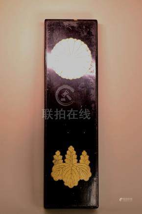 Japanese lacquer Box with Familly Crest
